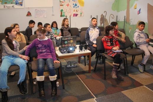 Valorile creștine sunt transmise copiilor în cadrul orelor de Școală Duminicală.