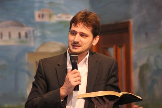 Predicarea Scripturii. Pentru noi Sfânta Scriptură este cartea Cuvântul inspirat al lui Dumnezeu și singura autoritate infailibilă.